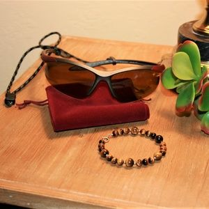 Tiger's eye & gold bracelet with sunglasses bundle
